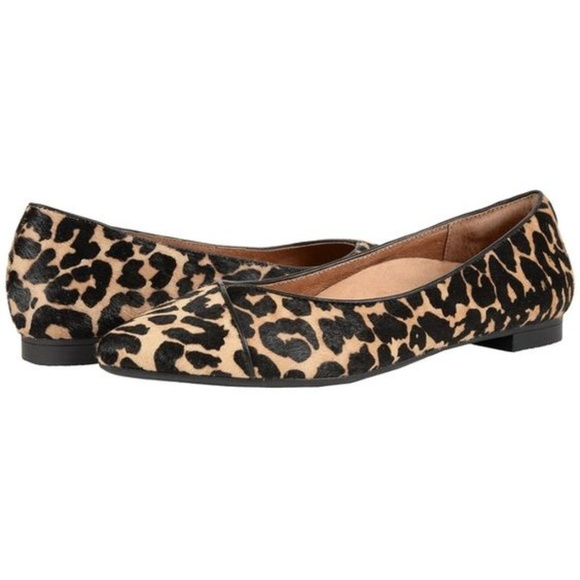 687068e9447 Vionic Shoes - Vionic Pointed Leopard Print Flats - Worn Once